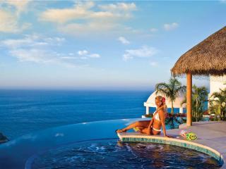 Spacious Villa Overlooking the Pacific: Villa Del Mar, 5 BR