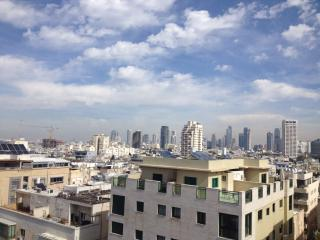 3br with balcony gordon beach with parking, Tel Aviv
