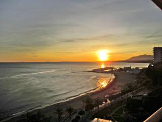 Penthouse facing South-West 1st line of the beach, Marbella