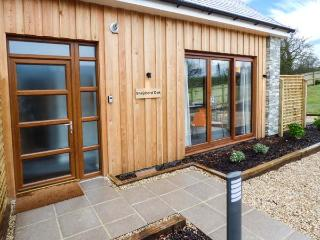 SHEPHERD OAK, quality semi-detached cottage, stylish features, en-suite