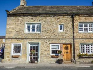 CORNER COTTAGE Grade II listed, town location, woodburning stove, pet-friendly in Masham Ref 932223