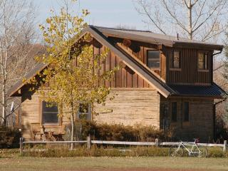 2 MI. YELLOWSTONE R. 800 ACS, LOVELY CABIN-PRIVACY