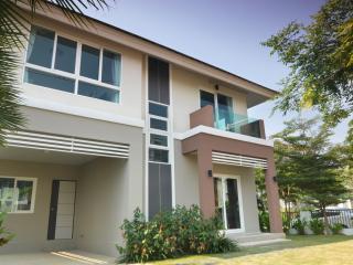 KK01 Lovely brand new house in town