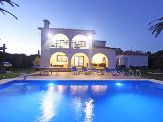 Exclusive Villa hugh heated Pool Garden Area, Marbella