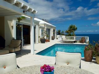 Luxurious Villa with Stunning Ocean Views, Peterborg
