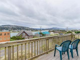Warm house with mountain, ocean, and river views, 2 blocks from the beach!