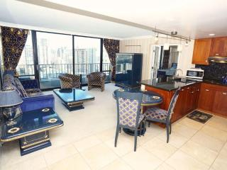 LUXURY 1-bdrm Condo, Views, Amenities, Location!, Honolulu