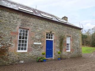 1 LINTHILL COTTAGES, multi-fuel stove, off road parking, gravelled patio, in Lilliesleaf, Ref 927233