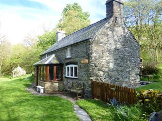 GLANRAFON rural location, extensive grounds, close to river near Ruthin Ref