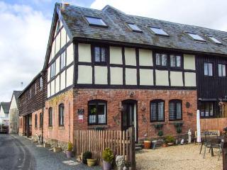 BREEZE COTTAGE, Grade II listed barn conversion, parking, garden, in Presteigne, Ref. 934835