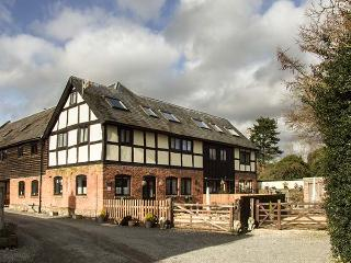 ELVINS COTTAGE, semi-detached barn conversion, Grade II listed, parking, garden, in Presteigne, Ref. 934841