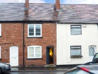 VINE COTTAGE, WiFi, garden, woodburner, in Ludlow, Ref 917883