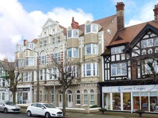 MOSTYN RETREAT, third floor apt., WiFi, central location, in Llandudno, Ref 919516