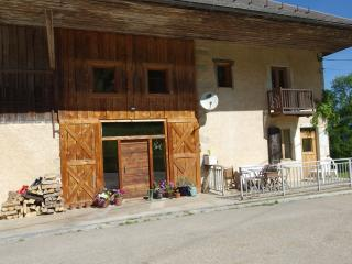 Farmhouse in peaceful location, stunning views, Lescheraines