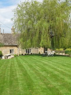 Culls cottage has a 1/4 of an acre of garden to relax in