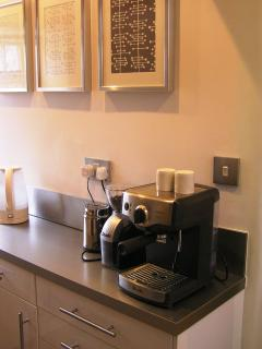 The kitchen has all that you should want including coffee machine