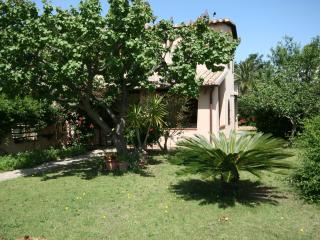wonderful villa few steps from sandy beach, Capitana