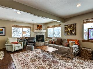 Large Living Room with Gas Fireplace and HDTV