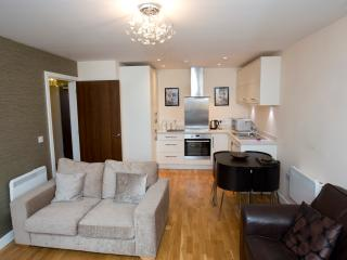 Stylish Modern One-bed Apartment in Quiet Square, Newcastle upon Tyne