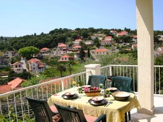 Panoramic Sea & Countryside Views, in Quiet Area, 150m to Centre, 200m to Beach, Splitska