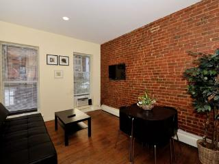 Modern 3BR/1BA by Times Square in Midtown West, Nova York