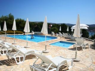 2 Great Swimming Pools & Terraces, Just 100m to Beach, Fabulous Balcony Views, Milna