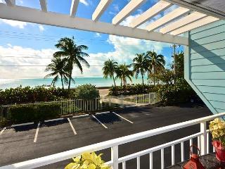 Beachfront Breeze - Gorgeous Condo w/ Breathtaking Views. Pool & Hot Tub, Key West