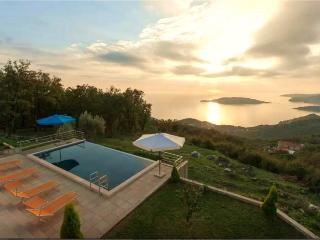 Stunning views villa overlooking Budva riviera