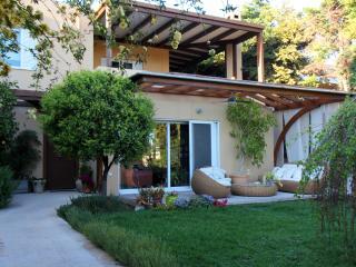 Lida Garden vacation house, Anavyssos