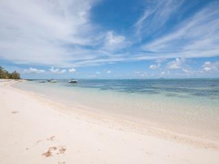 Villa Monica 3 - Luxury Beachfront Living, Roches Noire