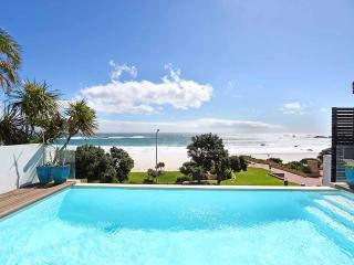 Villa Bleu Blanc - Beachfront - Camps Bay