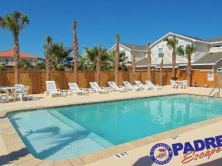 New 3/2.5 Townhouse Close to the Beach and w/a Saltwater Pool, Corpus Christi