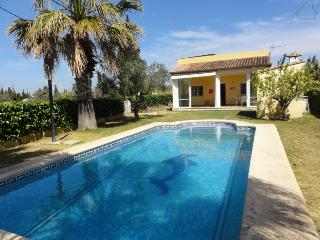 Malita 200275 holiday or long term winter rental, partly aircon, private pool