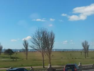 Seaview apartment in Southsea, allocated parking, Portsmouth