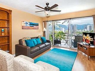 Royal Aloha 2 Bedroom with Parking and Mt. Views!!, Honolulu