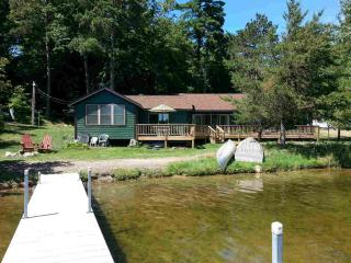 Upscale North woods beachfront 3 br 2b cabin, Breezy Point