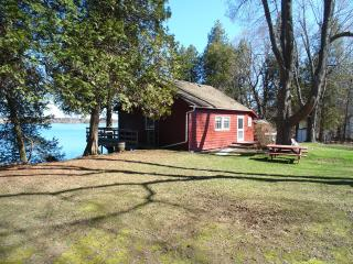 Thousand Island Waterfront Cottage Rental, Gananoque