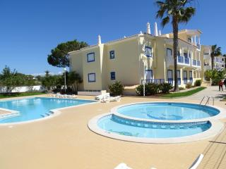 2 bedroom apartment  - sleeps 6  +  Swimming Pool, Olhos de Água