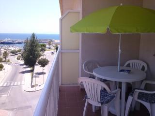 coqueto y tranquilo apartamento con vista al mar