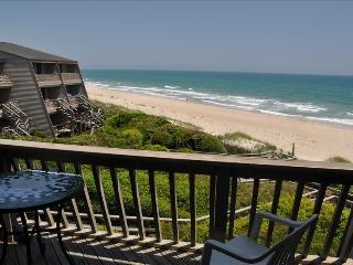 Spacious Oceanfront Townhouse, Pine Knoll Shores