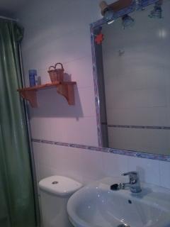 segundo baño, enfrente dormitorio de dos camas