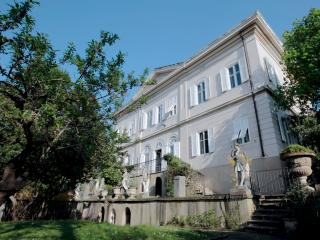Amazing 700 sq.m. Villa with private pool and garden, Triest