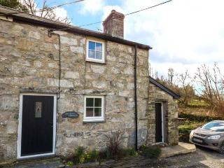 BWTHYN CRWBAN, stone-built, traditional accommodation, woodburner