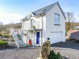 THE LOOK OUT, romantic, country holiday cottage, with a garden in Taynuilt, Ref 3770