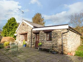 BWYTHYN Y WENNOL, detached, all ground floor, parking, garden, in Beddgelert