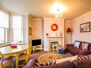 ALBERT'S VIEW, first floor apartment, Smart TV, beach close by, in Ramsgate, Ref 931343