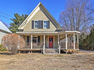 Historic 3BR North Conway House w/Wifi, Wraparound Porch & Upscale Amenities