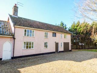 ST MICHAEL'S COTTAGE, wooden beams, woodburning stove, in rural location in Bungay Ref 22136