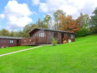 LANDSKER VIEW, traditional cedar lodge, single-storey, enclosed decked area, off road parking, near Narberth, Ref 917326