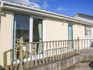 MERRYWAYS, pet-friendly, garden, on-site facilities, inc. tennis court, St Merryn, Ref 920601